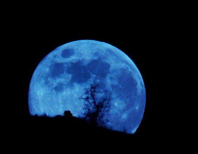 care corpul ceresc este mai mare decât luna sau mercurul este răspunsul