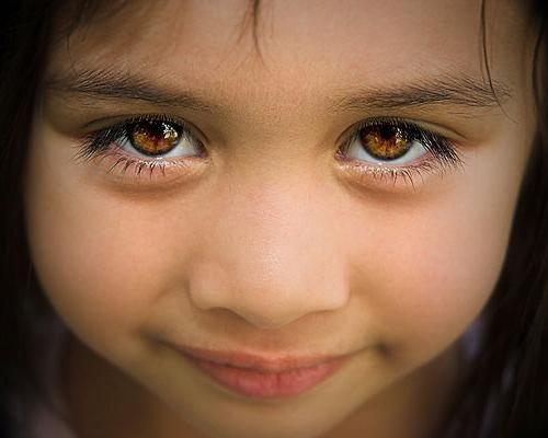 Ochii bruni sunt un motiv să se încreadă