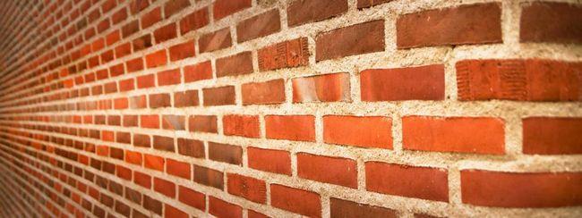 Zidul de cărămidă merge în depărtare