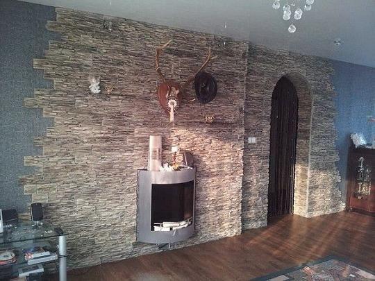 Plăci de dale pentru pereții interiori din jurul sobei