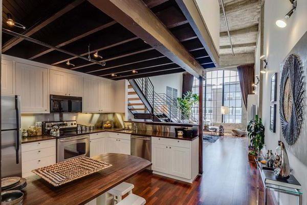 Студия-кухня и гостиная в стиле лофт