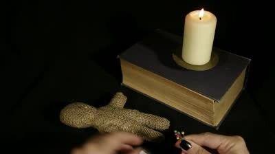 Păpușă Voodoo - magie cu mâinile tale