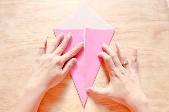 O lebădă de hârtie cu mâinile tale