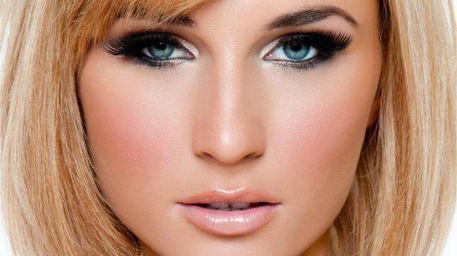 make-up sub o rochie albastra pentru blonde