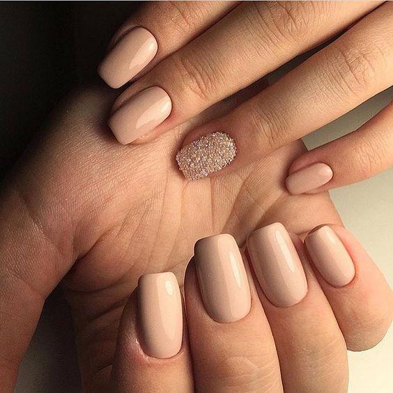 Manichiura pe unghii pătrate
