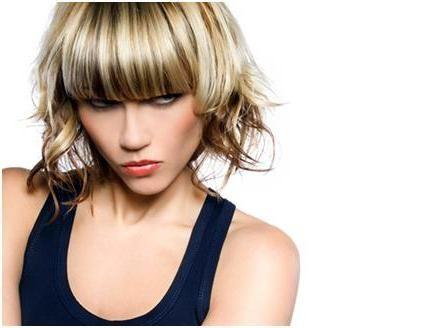 Evidențierea clasică pe părul brun închis