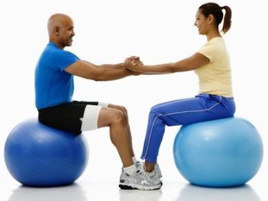Minge de fitness și exerciții cu ea