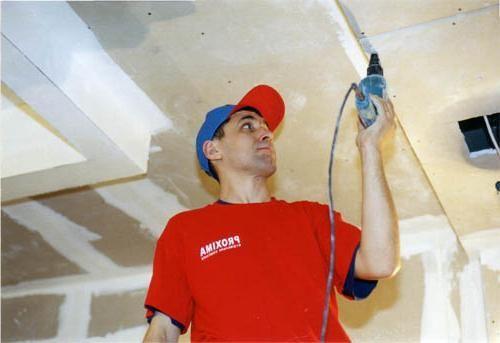 instalarea tavanului pe mai multe niveluri