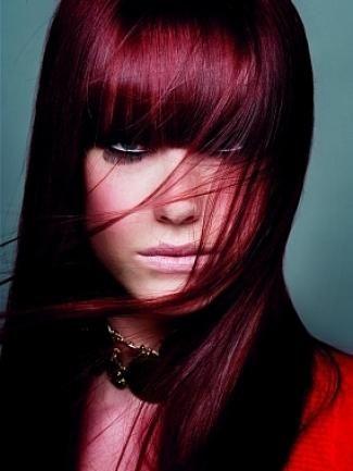 colorat pe părul întunecat