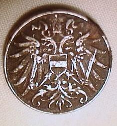 Monedele din acel an sunt evaluate în tabel