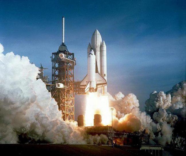 Desfășurați un studiu despre începutul epocii spațiale