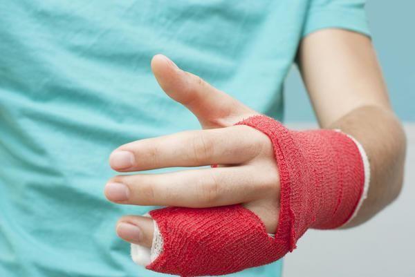 fractură a osului brațului