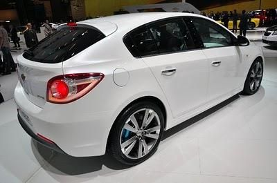 Autovehicul nou coreean - hatchback Chevrolet Cruze