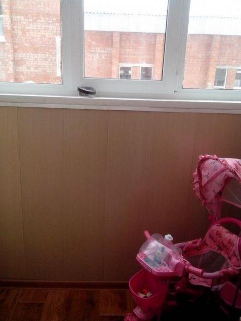 обшивка балкона пластиковыми панелями фото