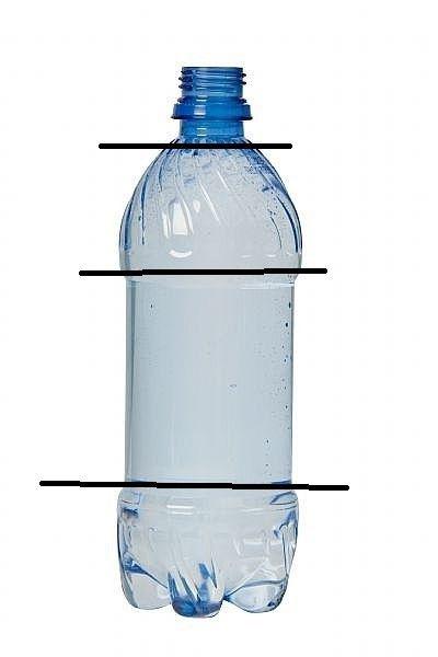 o bufniță de sticle de plastic