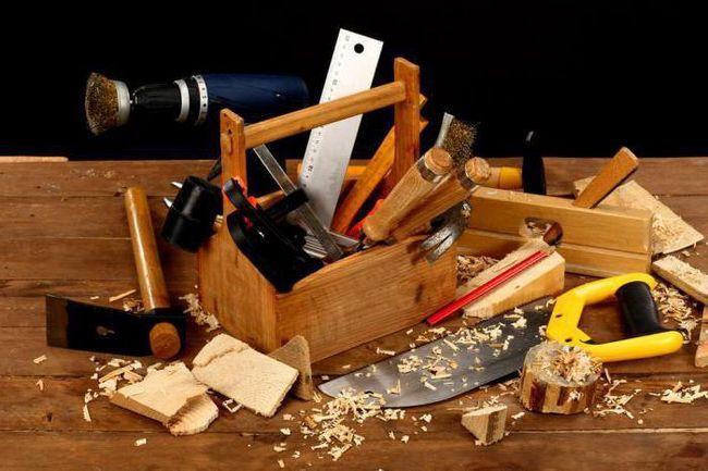 prelucrarea lemnului cu un instrument manual