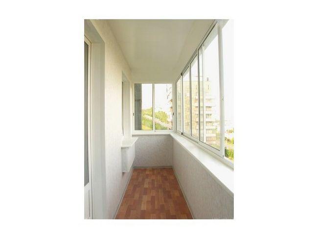 balcon finisat cu panouri din plastic
