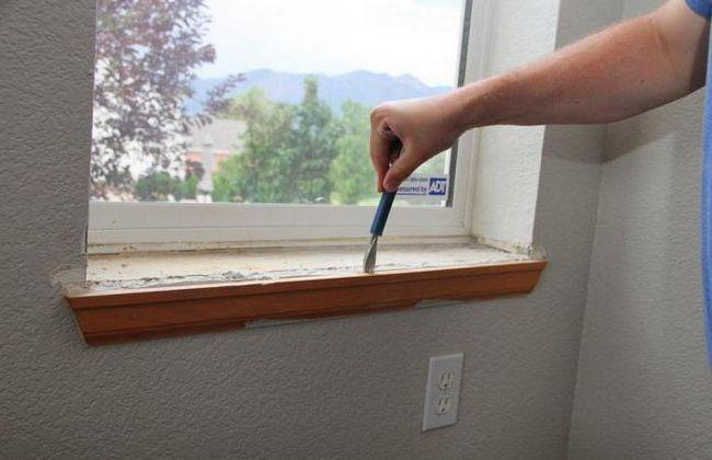 finisarea pantelor de fereastra din interiorul fotografiei