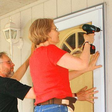instalarea de pante ale ușii de intrare