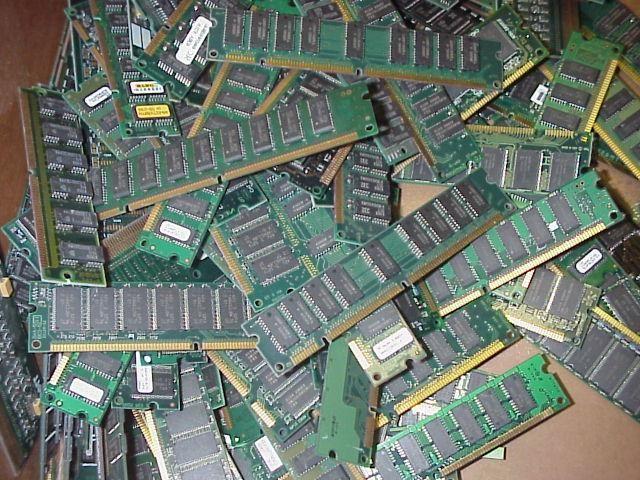 RAM este o memorie de acces aleatorie a unui computer (RAM)