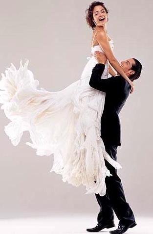 Primul dans al femeilor nou-nascuti este o parte importanta a zilei nuntii