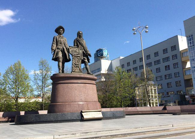 Monumentul fondatorilor orașului