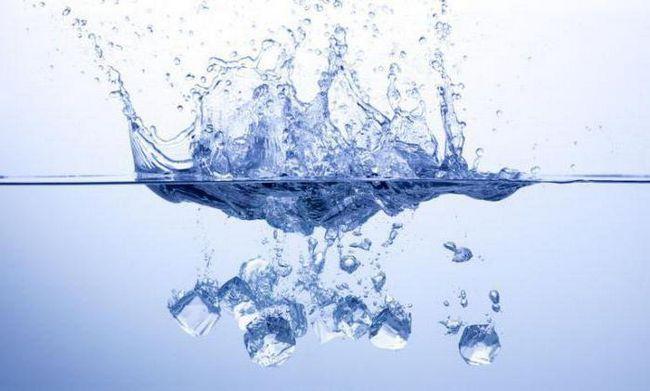 de ce gheața nu se scufunda în chimia apei