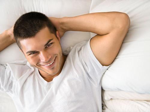 de ce bărbații se ridică dimineața