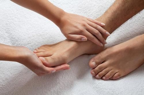 furnicături în mâini și picioare