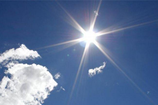 timpul zilei când poziția soarelui este cea mai înaltă