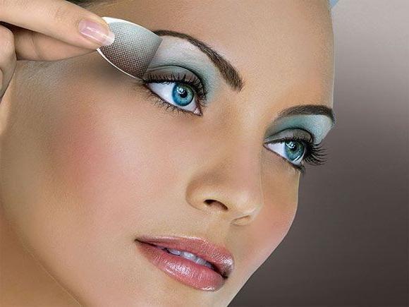 Corect make-up pentru ochi albastru și verde