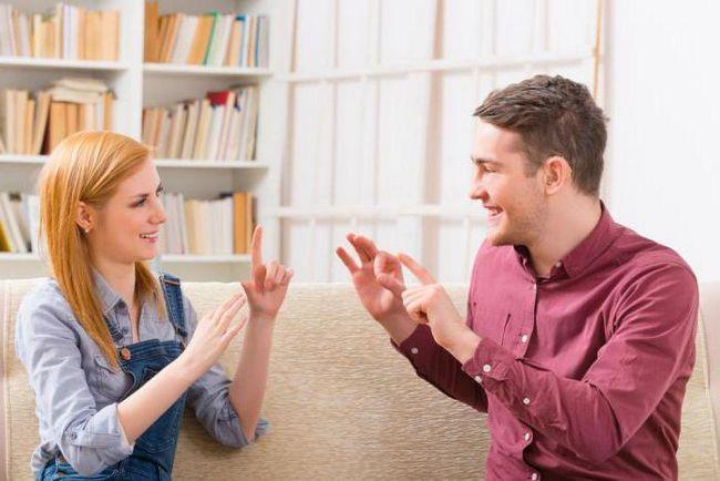 cauze ale afectării auzului de către o ureche