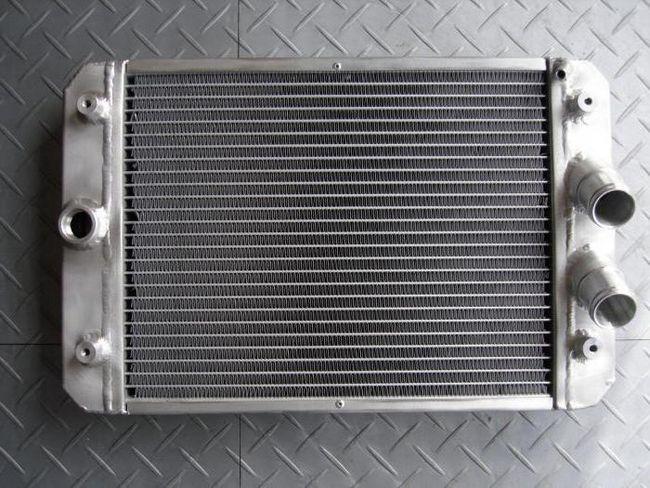 Cum să înmuiați radiatorul mașinii acasă