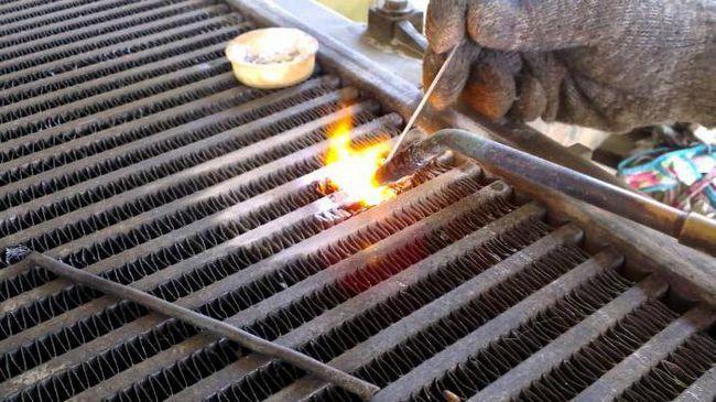 Cum și cum să lipiți sau etanșați un radiator de aluminiu