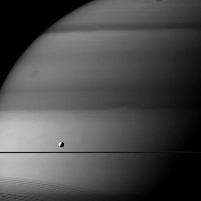distanța de la pământ la Saturn în kilometri