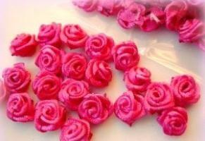 Trandafiri din panglici din satin - un plus extravagant de interior interior
