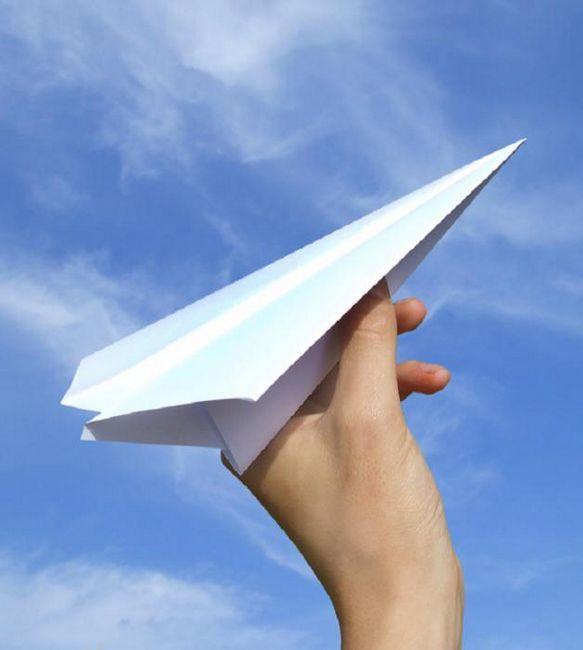Hârtie avion - reveniți la ani de școală