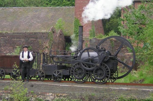 Первый в мире паровоз создал