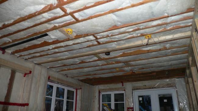 plafon izolație în apartament