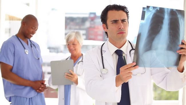 cauze pneumotorax spontane