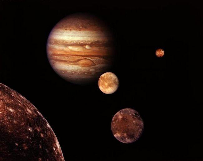 sateliții planetelor