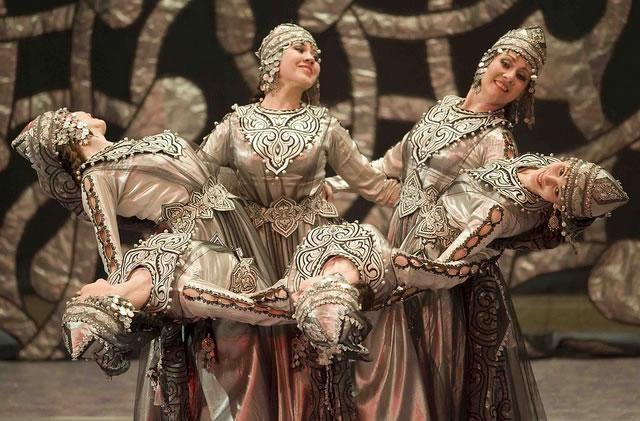 Dansul tătar transmite întreaga culoare a acestui popor