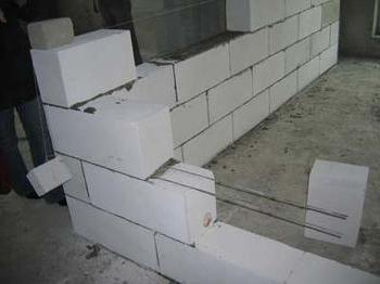 grosimea peretelui cu gaz-silicat