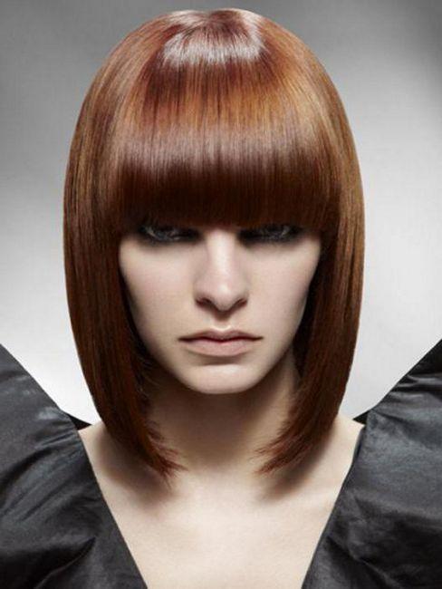 evidențiind firele întunecate ale părului de lumină
