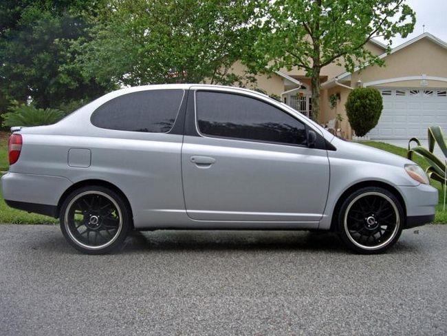 Toyota `Echo` - un sedan japonez compact din America pentru cei care nu-i plac sa fie reparati