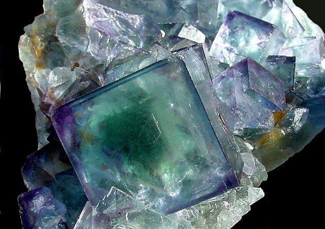 Substanțe cristaline solide