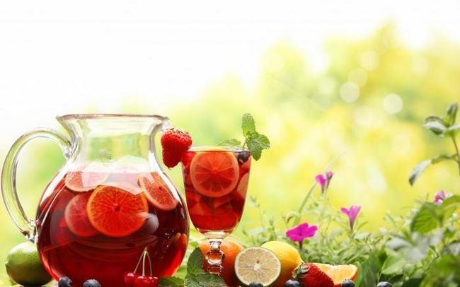 Învățați să preparați compotul fructelor congelate - gusturi mai bune decât vara!
