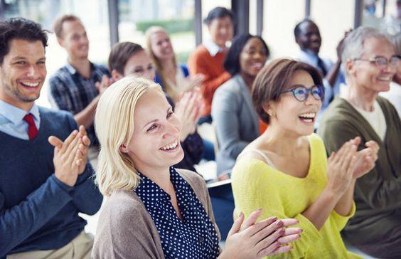 elevii la o conferință publică