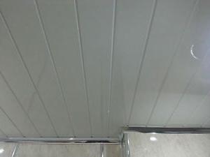 cum să acoperiți peretele cu panouri din plastic