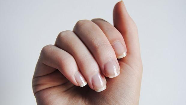Bai pentru cresterea rapida a unghiilor. Eficace, rapid și frumos